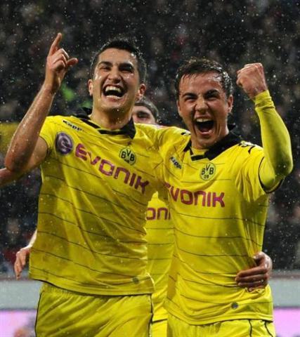 Sahin y Götze celebran un gol
